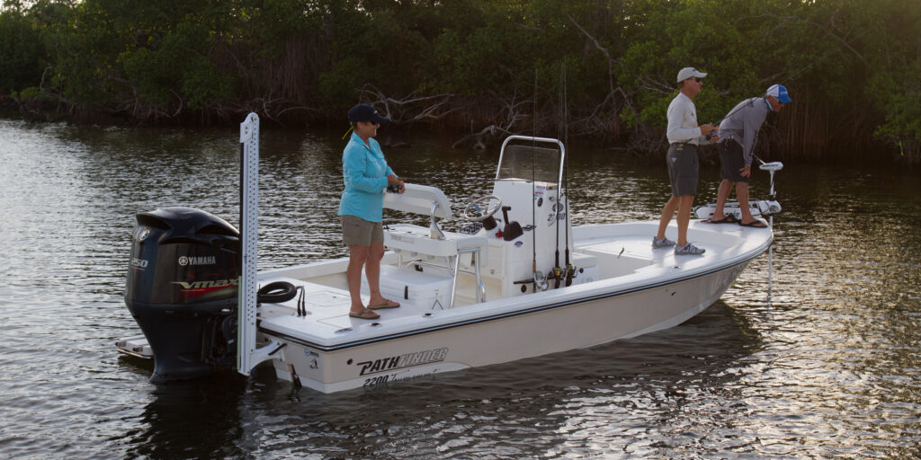 pathfinder 2200 TE bay boat with 3 anglers snook fishing